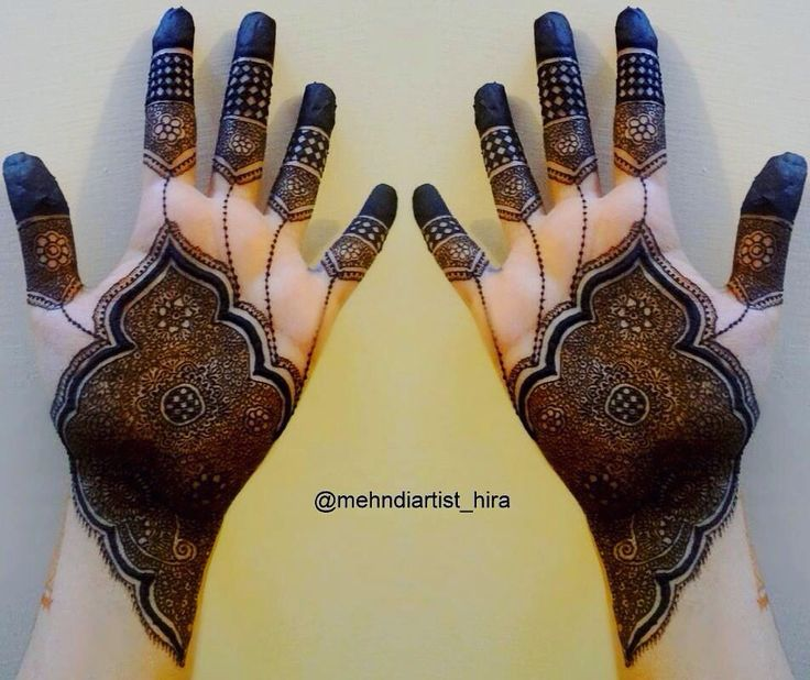 Beautiful intricate henna mehndi design