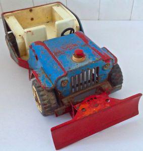 Antiquité 1960 TONKAJeep Willy's Surrey + charrue en fer moulé