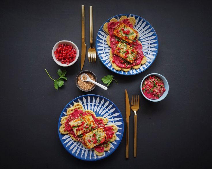 Kikærtevafler med rødbedehummus og grillost