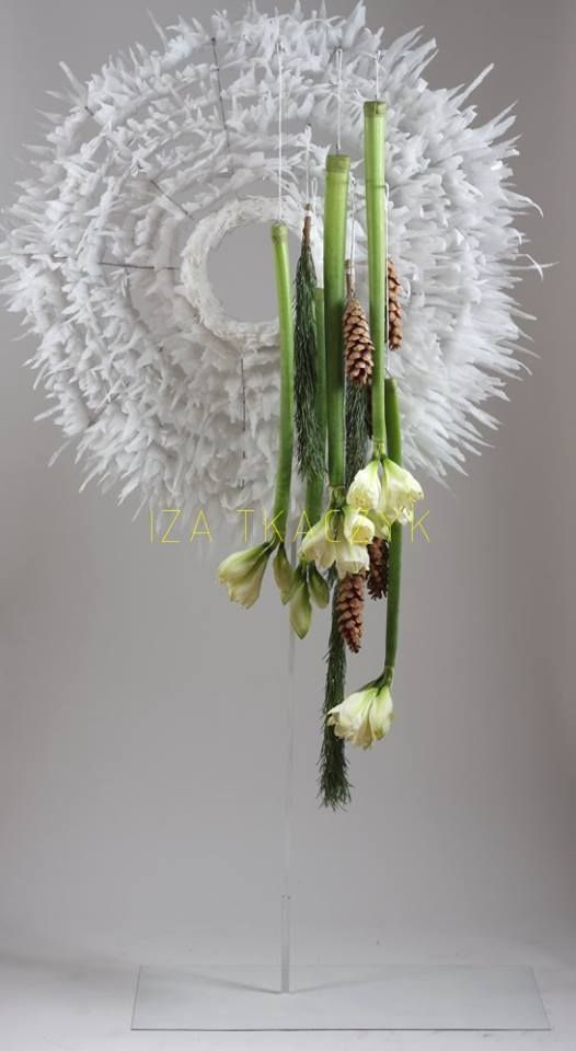 Christmas arrangement ~ IZA Tkaczyk, interior and floral designer (via Facebook)