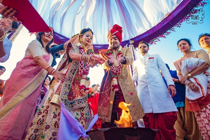 Elegant frame by Knots and Vows, Mumbai #weddingnet #wedding #india #indian #indianwedding #weddingdresses #mehendi #ceremony #realwedding #lehenga #lehengacholi #choli #lehengawedding #lehengasaree #saree #bridalsaree #weddingsaree #indianrituals #indianweddingrituals #ceremonies #weddingceremonies