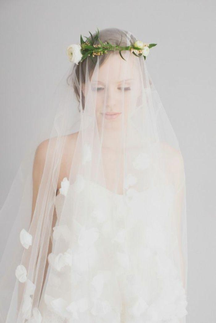 joli voile marié brodé à motifs fleurs et couronne fleurie