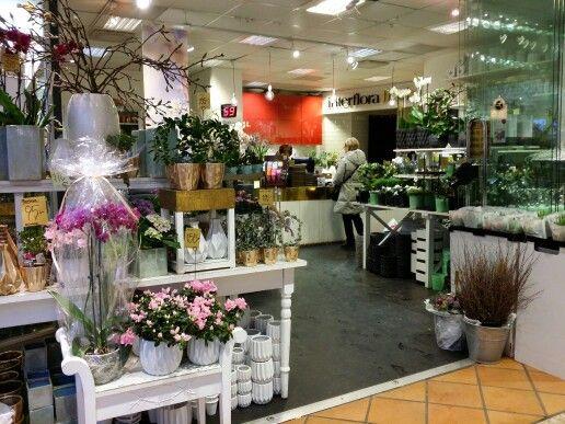 Danderyd #Sweden butik #MörbyBlomsterhandel #Flowershop #Followme #Lovemyjob #Salesrep