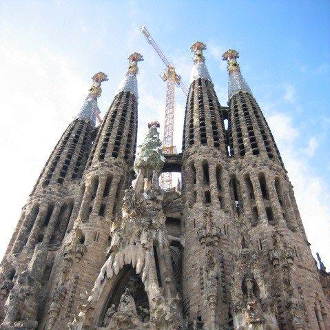 De Sagrada Família (Catalaans) of Sagrada Familia (Spaans), voluit Basílica i Temple Expiatori de la Sagrada Família, is een basiliek in Barcelona, Spanje naar een ontwerp van Antoni Gaudí. De naam betekent Heilige Familie.