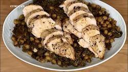Ζεστή σαλάτα με ρεβίθια, λάπαθα και κοτόπουλο σοτέ