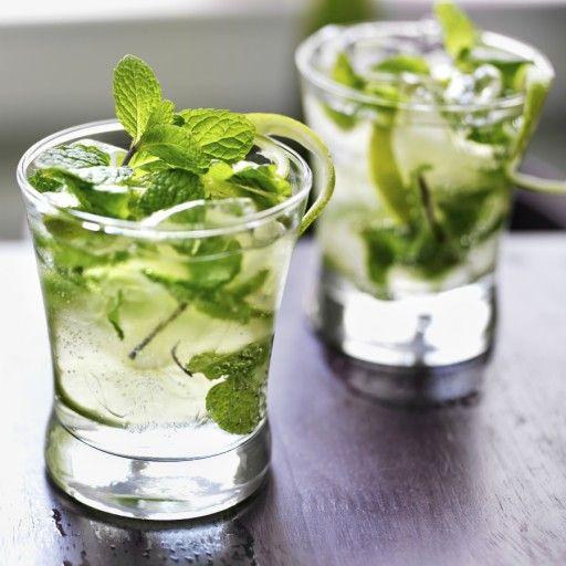 Zomerse cocktail met gin, munt en komkommer