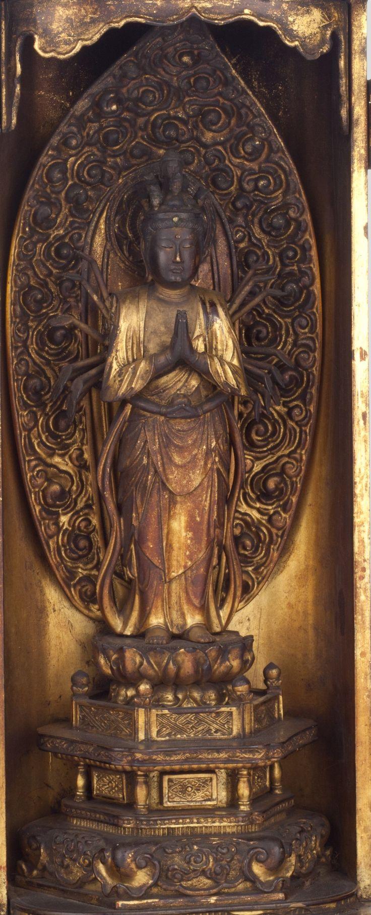 /Figurka bosatsu Senju Kannon z kapliczki, kolekcja Muzeum Narodowego w Krakowie /The Senju-Kannon Bosatsu figure from the schrine, The National Museum in Kraków collection/