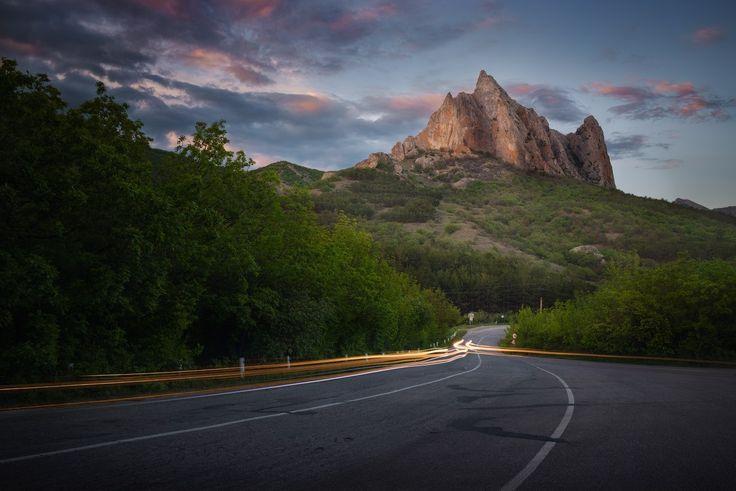 «Дорога в горы». Крым. Автор фото: Вячеслав Лузанов.