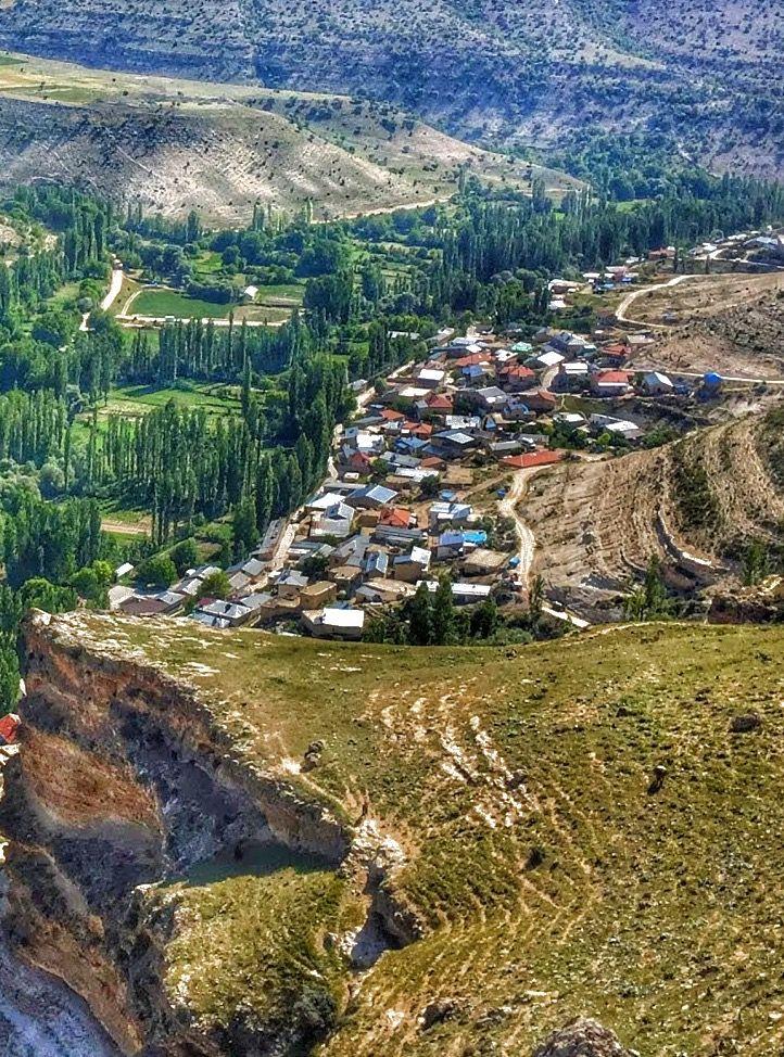 Güldere köyü/Karaman/// 1546 rakımlı köyün genel yapısı dağlıktır. Yer şekillerinin tarıma elverişsiz olmasından, köy halkının asıl geçim kaynağı hayvancılıktır.