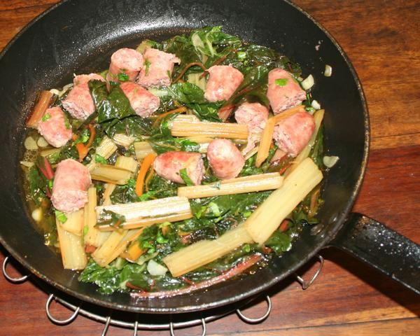 Salsiccia mit Mangold - Salsiccia con Bietola - RezeptFein milde Mangoldblätter, süße Mangoldstengel