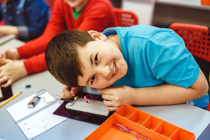Летом 2016 во Дворце Инженерного Творчества откроется Летняя школа инженера - комплексная программа обучение детей от 8 до 14 лет различным направлениям науки и техники. Всего предусмотрено 5 курсов:  - 3D моделирование и печать  - Устройство и пилотирование коптеров ✈️ - Увлекательная физика и химия от сумасшедшего профессора Николя  - Основы электроники  - Программирование на языке Java.   Длительность полного курса - 1 неделя, продолжительность занятия - 1,5 часа. Возможны различные…
