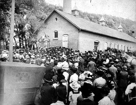 Gathering in front of Albert Lea Cemetery, Albert Lea, Minnesota, 1910.