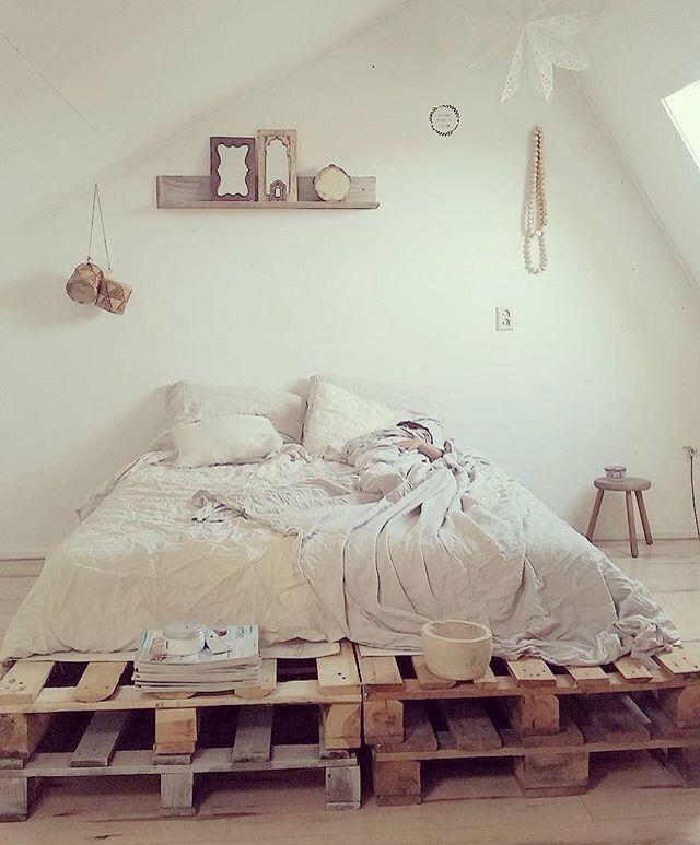 pallets zimmer pinterest dachzimmer europalette und bett. Black Bedroom Furniture Sets. Home Design Ideas