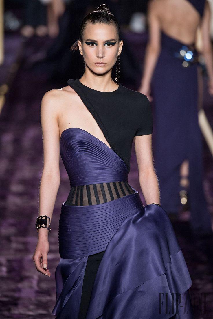 Atelier Versace Fall-winter 2014-2015 - Couture - http://www.flip-zone.com/fashion/couture-1/fashion-houses/atelier-versace-4789 - ©PixelFormula
