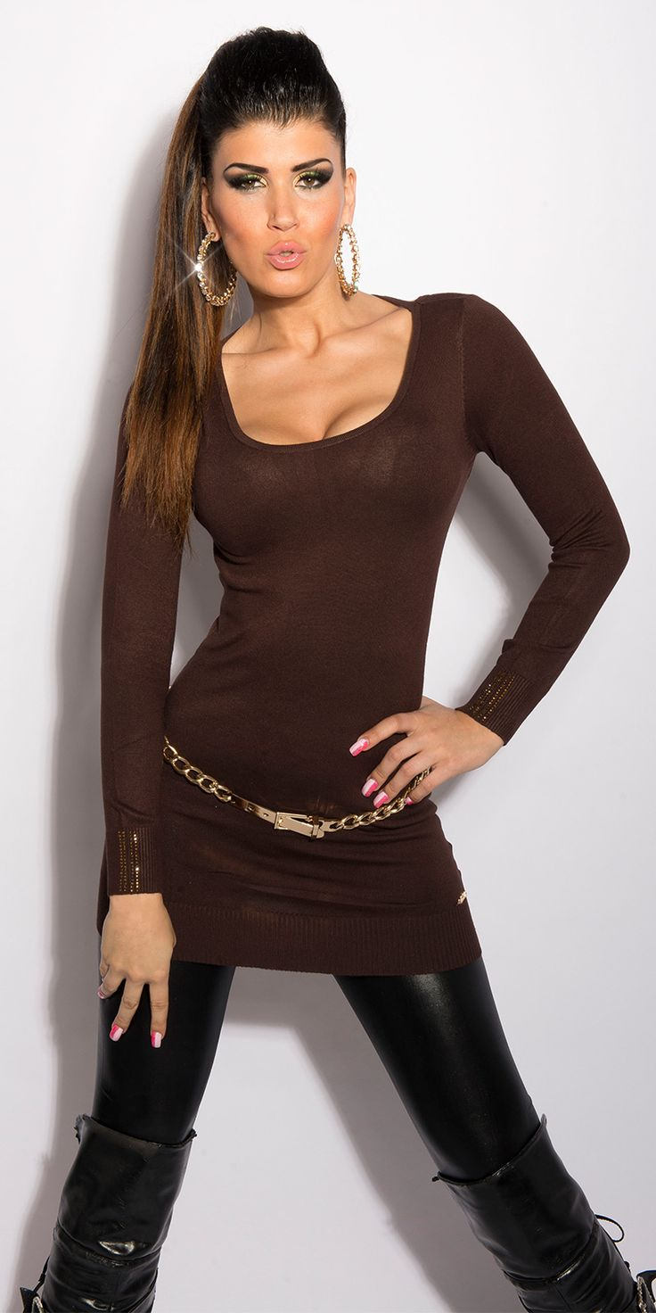 Модель 0000ISF8054, платье-свитер с глубоким круглым вырезом и вырезом на шее, украшенным цепочками. Цвет: коричневый. Размер: 42-46 (один размер)