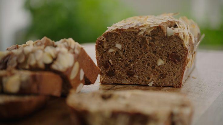 Amandelbroodje met rozijnen en banaan | VTM Koken