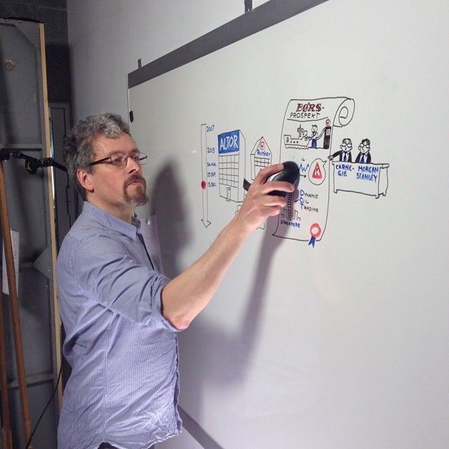 Drawing the case of OW Bunker for 21 Søndag, DR. Photo: Søren Larsen.
