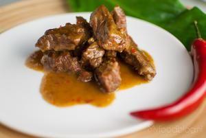 Mijn favoriete gerecht: Indonesische rendang met rundvlees naar authentiek recept. Aan het einde valt het vlees bijna uit elkaar zo mals is het!
