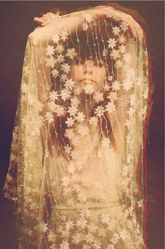 Lace veil with flowers... beautiful, vintage '60s - '70s perhaps?