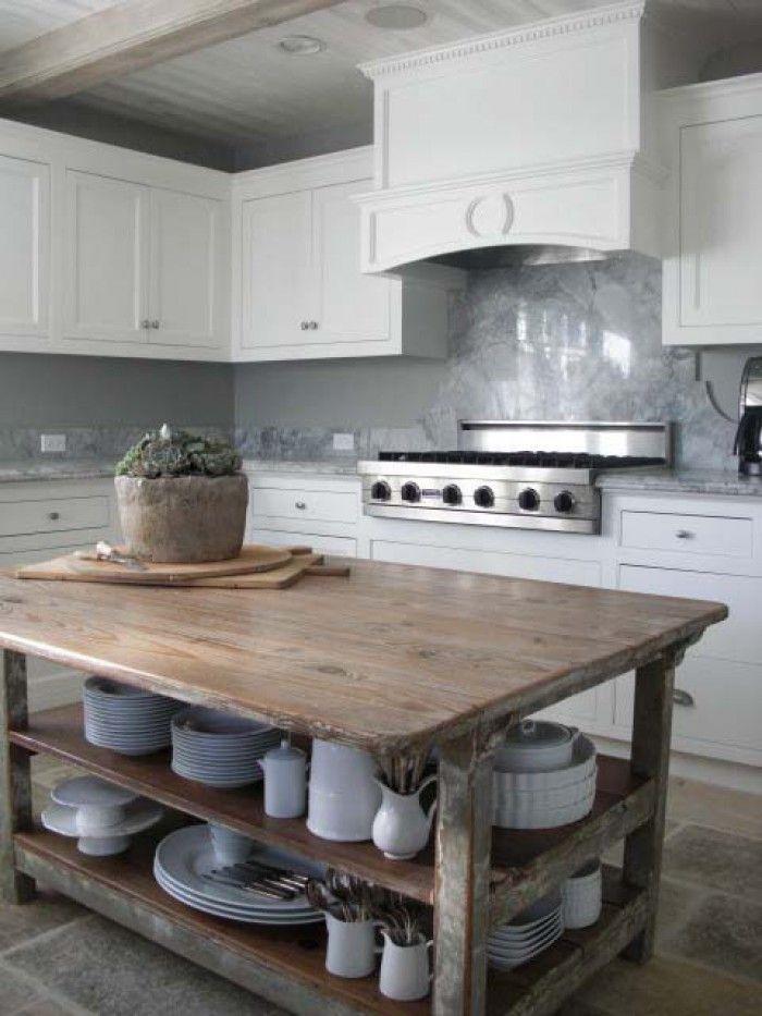 Simpele robuuste en elegante tafel voor in de keuken, als eiland. Door Zaza