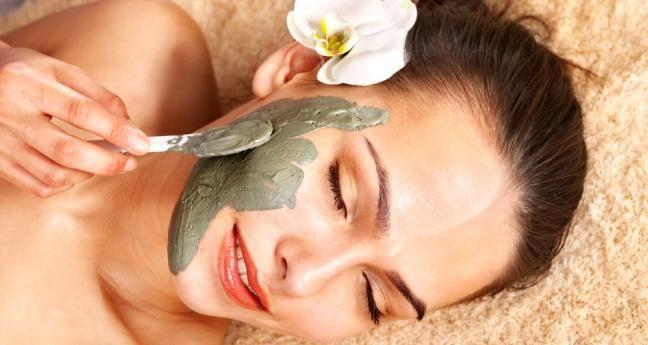 Maschere purificanti per il viso fai da te. Scopri come fare una maschera viso purificante fatta in casa e le migliori ricette a base di ingredienti naturali