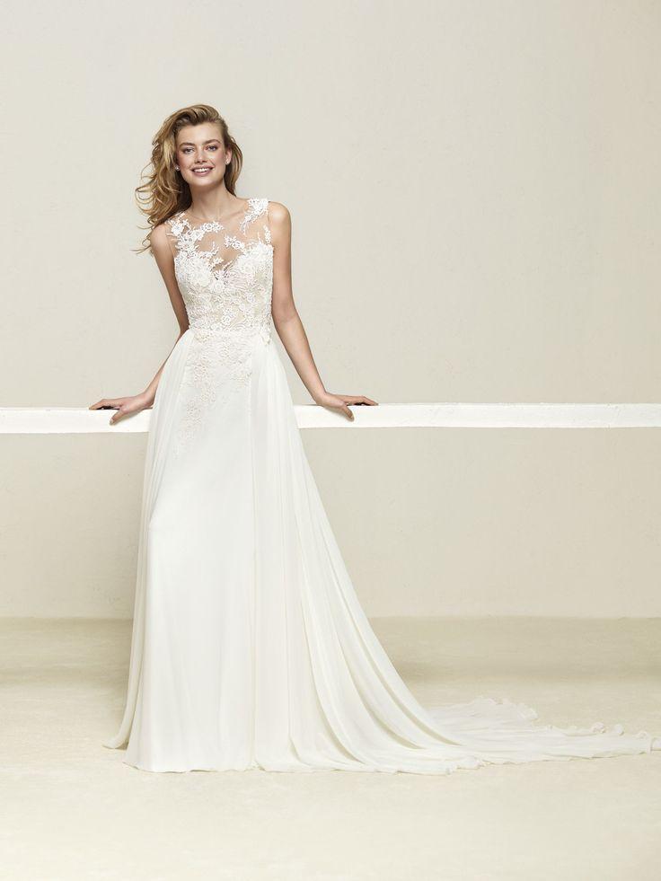Elegant Wedding dress with beautiful layered skirt Drepea Pronovias