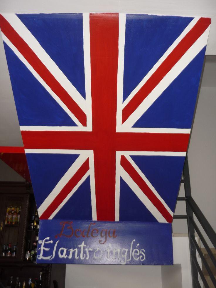 Good morning, vamos a comenzar la semana con esta bandera británica que pintamos en el hueco de una escalera,con el nombre de la bodega donde la hicimos... Do you like it?