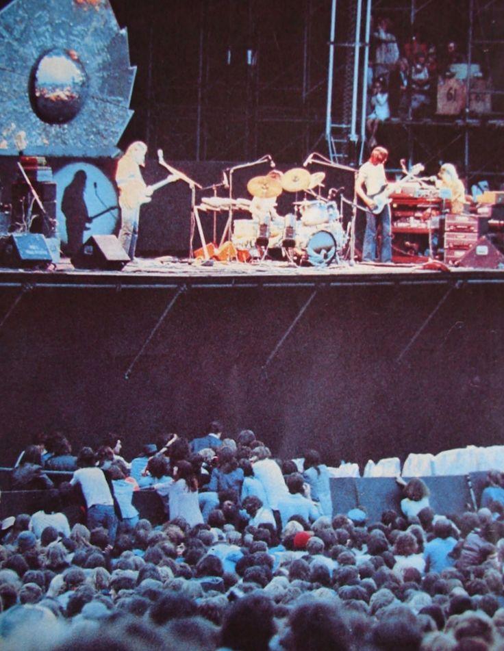 Pink Floyd - Knebworth, 5 july 1975   © Jim Brown