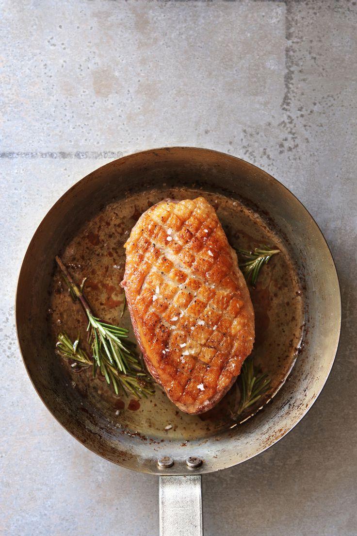 In deze nieuwe video van Jules Cooking zie je hoe je zelf de perfecte eendenborst (ook wel magret de canard genoemd) bakt.
