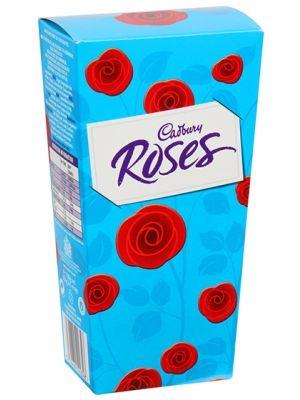 Czekoladki Cadbury Roses są bardzo popularne jako prezent okolicznościowy np. Dzień Matki. Tradycyjna czekoladki Cadbury w błyszczących sreberkach swietnie komponują sie w eleganckim, niebieskim pudełeczku w róże. Te czekoladki mleczne produkowane są od 1938r.