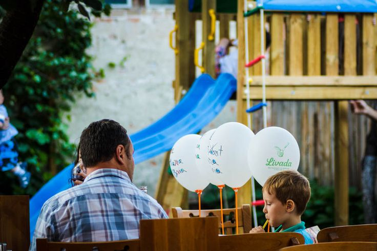 Prânzul pe terasă, adierea vântului şi buna dispoziţie sunt ingredientele pentru o zi perfectă de weekend la Livada!