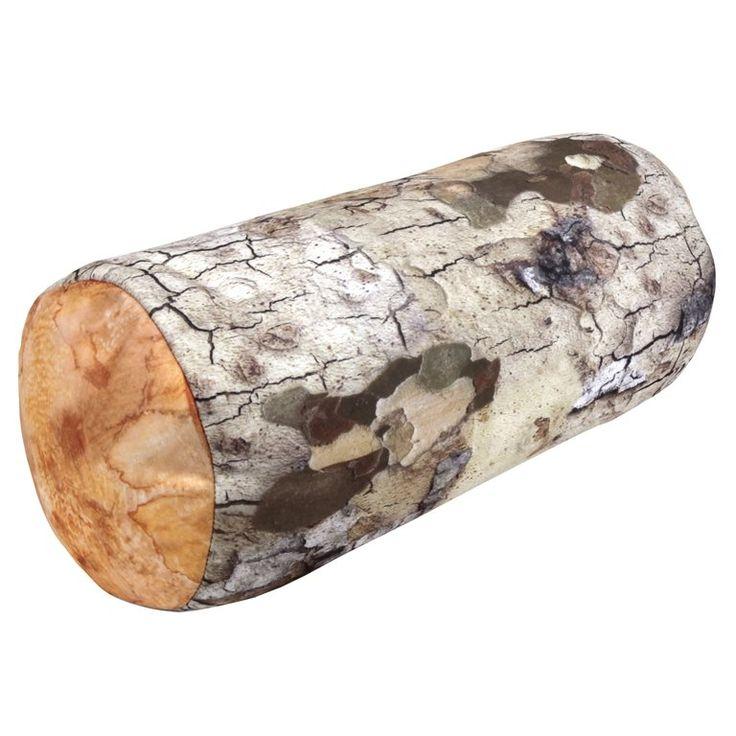 Slapen in de open natuur doen sommigen niet zo snel, maar met dit Boomstam Kussen van Kikkerland waan je je in het bos. Leg je hoofd op deze zachte boomstam en slaap als een roos! Ideaal voor op reis maar ook leuk voor thuis op de bank of op het bed.