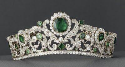 Noble y Real: Las Joyas de la Corona de Francia Diadema de esmeraldas de María Teresa de Francia