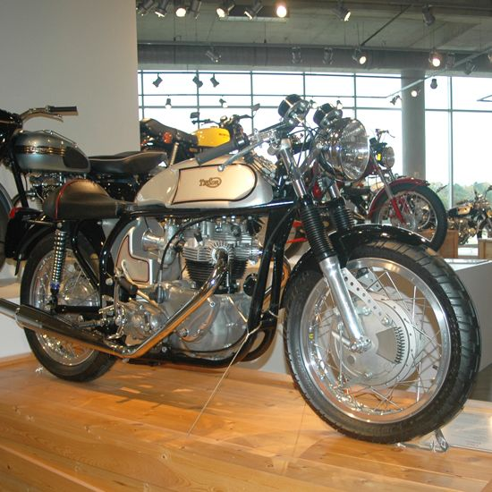 Best 25+ British Motorcycles Ideas On Pinterest