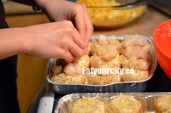 Eat Your City: Scallop stuffed mushrooms recipe - easy, cheese-y appetizers for any party!