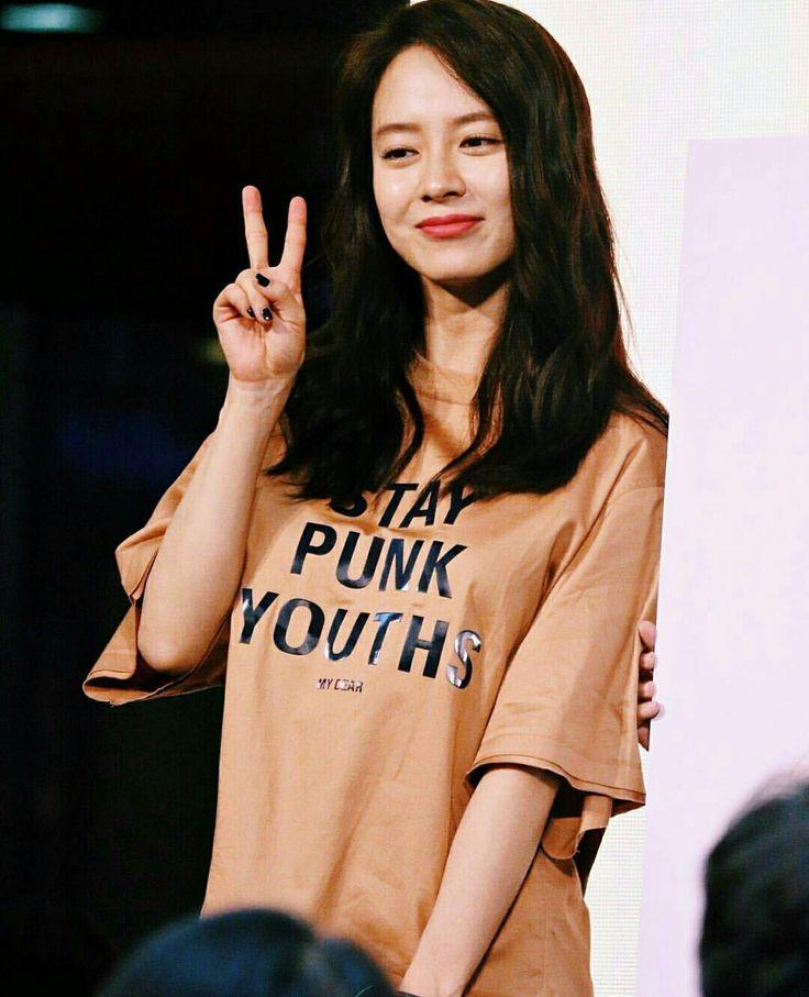 Song Ji Hyo at SHOOPEN Malaysia grand opening, 1 Oct 2016