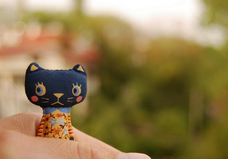 Fabric Cat doll by       mirianata      Handmade dolls , brooches and other imaginary friends