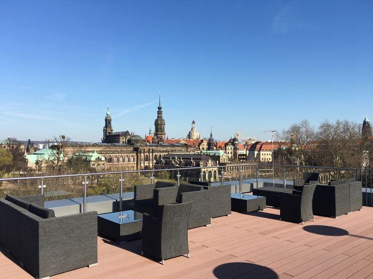 Prohlédněte si exkluzivní vybavení našich nájemních bytů v projektu Residenz am Zwinger v Drážďanech.  Součástí každého bytu je plně vybavená kuchyň, nábytek na míru či whirlpool vana. Některé byty pak disponují i saunou či terasou s nádhernými výhledy na Zwinger. Pronajmout byt si můžete již od tří dnů. Více informací na nových webových stránkách projektu: www.residenz-am-zwinger.de.
