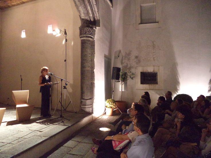Cortile di Palazzo Pinto / Arco Catalano, Salerno Letteratura Festival 2014 (serata dedicata a Giacomo Leopardi)