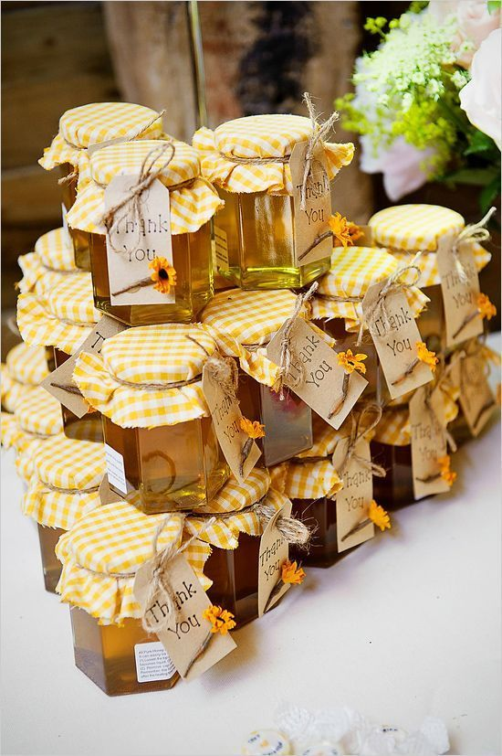 honey wedding favors with a sunny yellow check top and sunflower tag