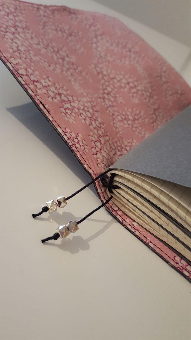 25 einzigartige buch binden ideen auf pinterest diy notebook notebook diy und diy journal. Black Bedroom Furniture Sets. Home Design Ideas