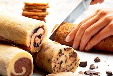 En dej fire slags småkager - kan især godt lide ideen med at rulle dejen i kanelsukker Opskriften er fjernet fra Føtexs hjemmeside men kan findes her https://www.bilka.dk/aaret-i-bilka/opskrifter-og-inspiration-til-bagning/opskrifter-til-kage/gd/100186579
