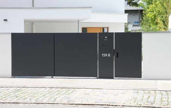 Gartentoranlage Kmit Schlissanlage Und Mulleinhausungen Moderner Eingang Moderne Tore Gartenturen
