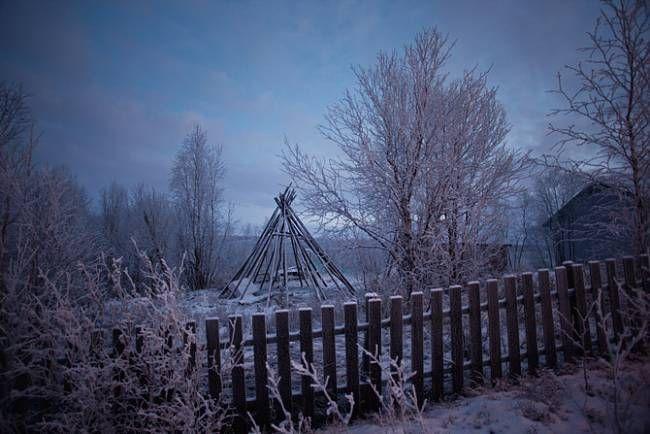 Konstrukce kuželovitých stanů nazývaných lávut jsou běžně k vidění na sámských dvorech či zahradách, kde se jich často využívá k uzení masa. Sámové stany dlouho používali jako přenosná přístřeší – jej