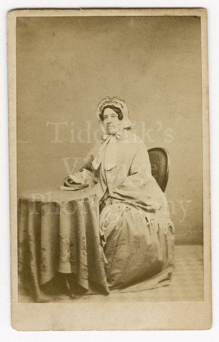 CDV Carte de Visite Photo Victorian Seated Old Lady Holding Book Identified by The London School of Photography England