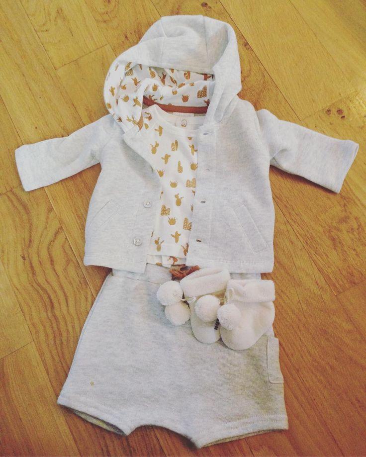 Première tenue de bébé acheté! 💕😍Petit craquage (soldé) @natalys_paris  Même si on va beaucoup réutiliser les vêtements de notre premier petit garçon, on voulait qqch de neuf pour la naissance de notre 2eme petit garçon et ses premiers jours! #babyboy #baby #maternity #grossesse #33weeks #natalys #bebe #enceinte #aout2017 #maman #toulouseblog #toulouse #blog #mamanblogueuse #shopping #soldes #vetements #socute #happy #valisematernite