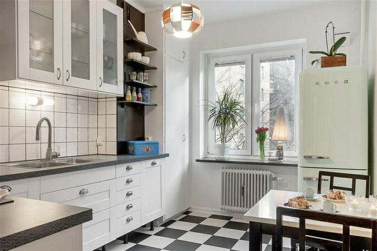 Kitchen at Norra Gubberogatan. Floor from Marmoleum clic. Counter design Virrvarr by Bernadotte. Handels from Byggfabriken. Fridge from Smeg.