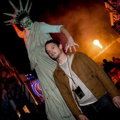 PortalDoHorror‏ @BlogDoHorror - Elijah Wood no Halloween Horror Nights do ano passado. #HHN27 pic.twitter.com/01dFwVKlfb