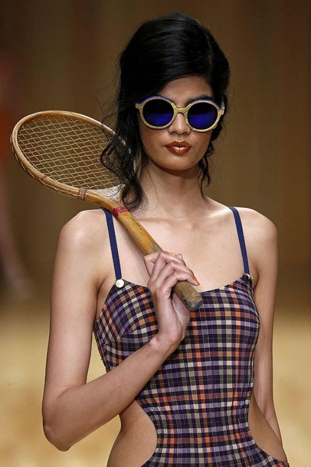 Òptica Sisquella Barcelona: Model de Guillermina Baeza a la 14ª edició de 080 Barcelona Fashion Week, amb ulleres de sol Etnia Barcelona Klein Sun 01. #Optica #Sisquella #Barcelona #EtniaBarcelona #Klein #GuillerminaBaeza #080BarcelonaFashionWeek