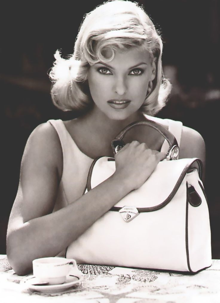 Famous Italians ~ Linda Evangelista....it doesnt matter what color her hair is......shes gorgeous!